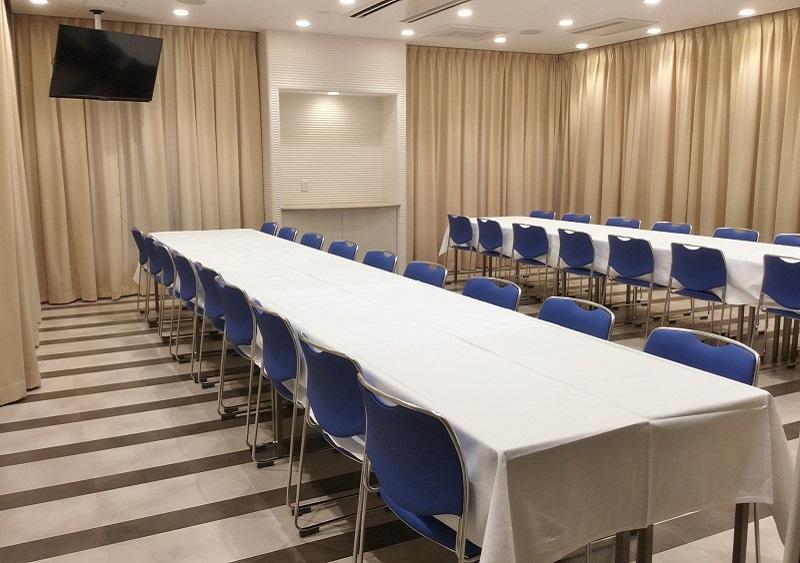 【2階 お清め所36席】<br /> おもてなしの会食場。適度な広さがあり、充分にお寛ぎ頂けます。