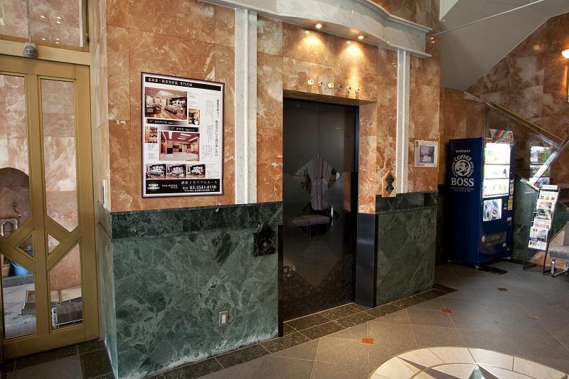 【1階 エントランス】<br /> 大理石のエントランスが優雅なセレモニーホールです。