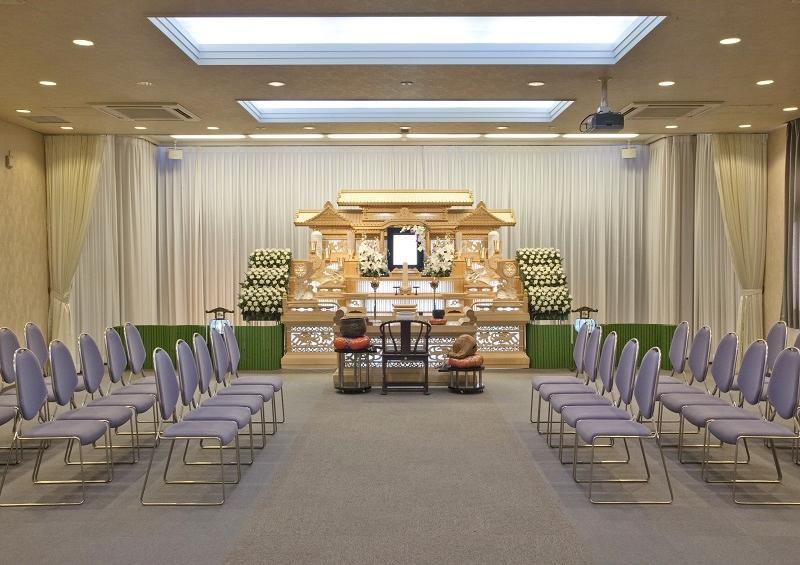 【式場90席】<br /> 2階と3階に同じ広さの葬儀式場がございます。