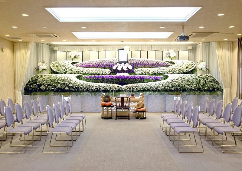 【家族葬〜社葬まで】<br /> 家族葬から社葬まで対応できる設備の充実したセレモニーホールです。