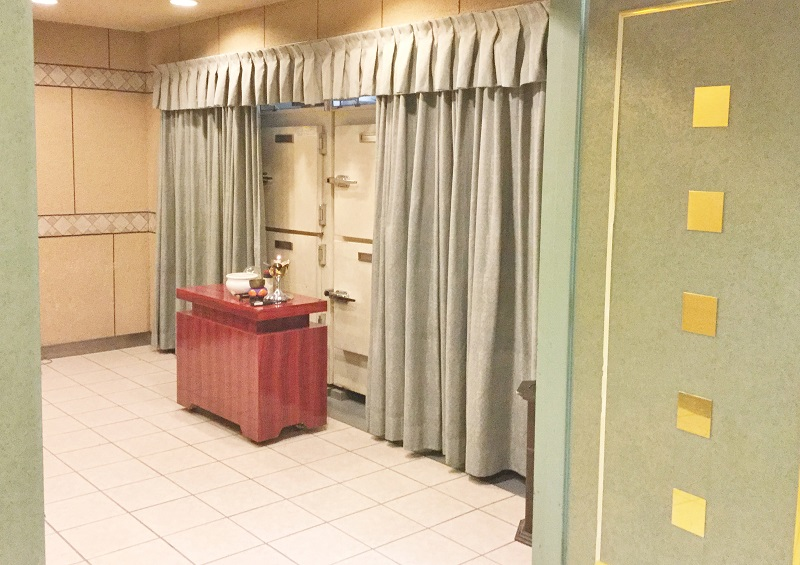 【御安置室】<br /> 霊安室には安心の保冷設備を完備。故人様を大切にお預かり致します。