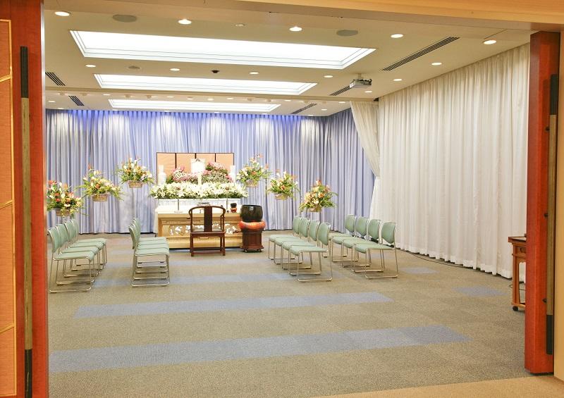 【様々な葬儀に対応】<br /> 家族葬・直葬・一般葬・社葬など、様々な葬儀に対応できる充実した設備のセレモニーホールです。