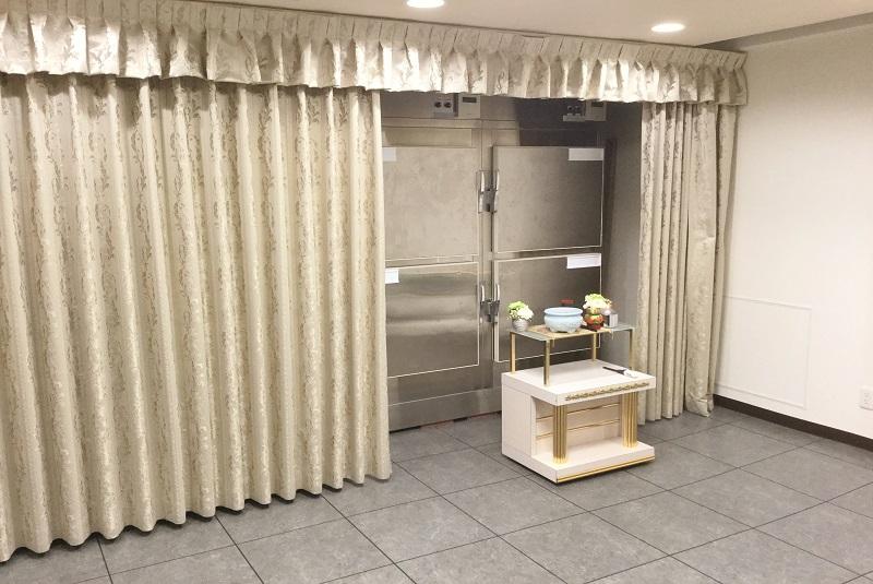 【御安置室】<br /> 霊安室には安心の保冷設備を完備。 故人様を大切にお預かり致します。