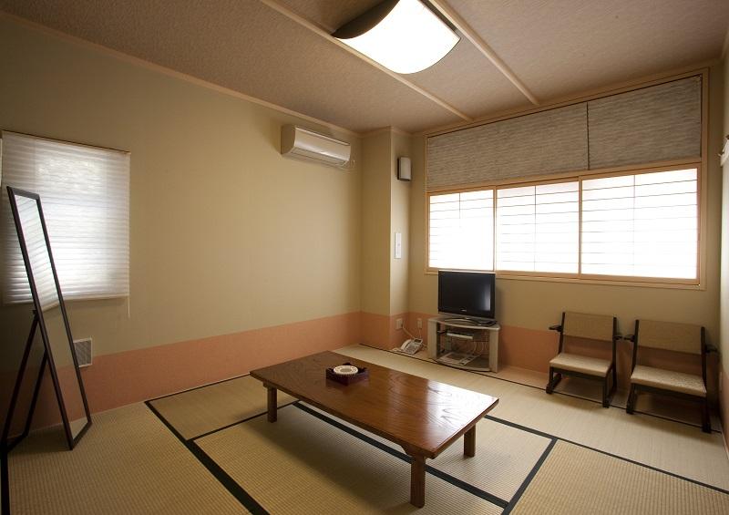 【遺族控室】<br /> シャワー室完備。ご宿泊可能です。
