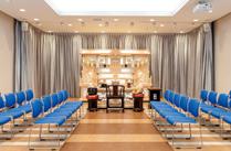 3階 斎場(天空) 48席<br /> 一般葬から家族葬までご利用いただける式場です