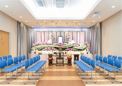【3階 式場48席】<br /> 家族葬から弔問客の多い葬儀にも、対応できる葬儀式場です。