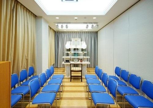 【2階 式場16席】<br /> 家族葬に最適な広さの式場です。
