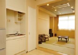 【遺族控室】<br /> シャワールーム付でご宿泊が可能。2階と3階に各1部屋ございます。